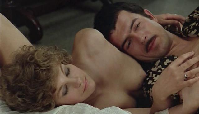 zvezdi-trahaet-bolshaya-kollektsiya-frantsuzskih-eroticheskih-filmov-lyubit-sverhu